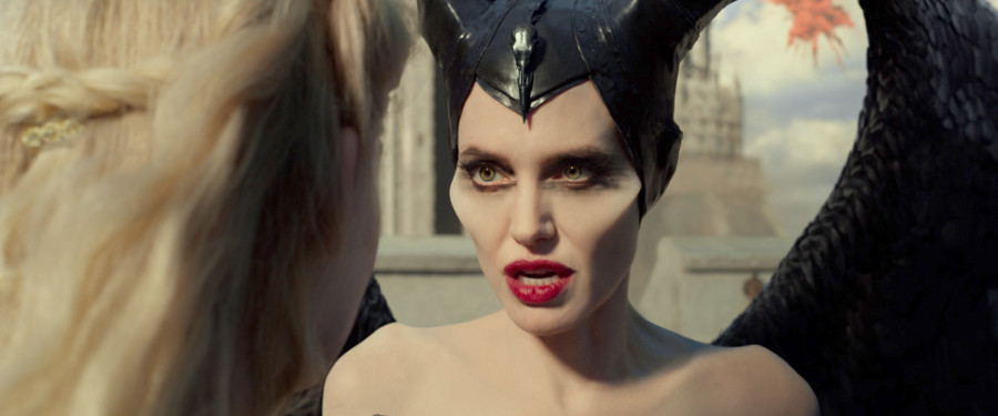 Maleficient Mistress of Evil Angelina Jolie
