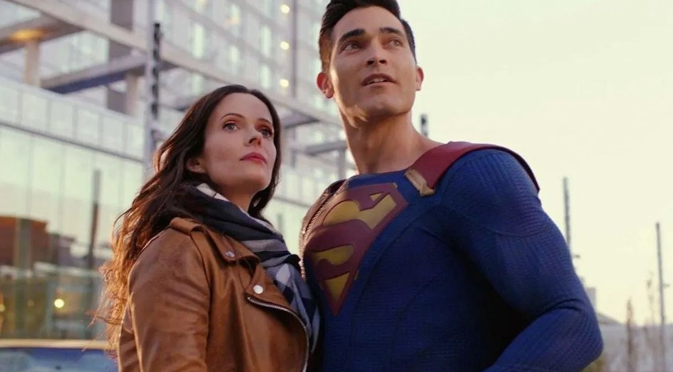 Tyler Hoechlin Superman and Lois Elizabeth Tulloch