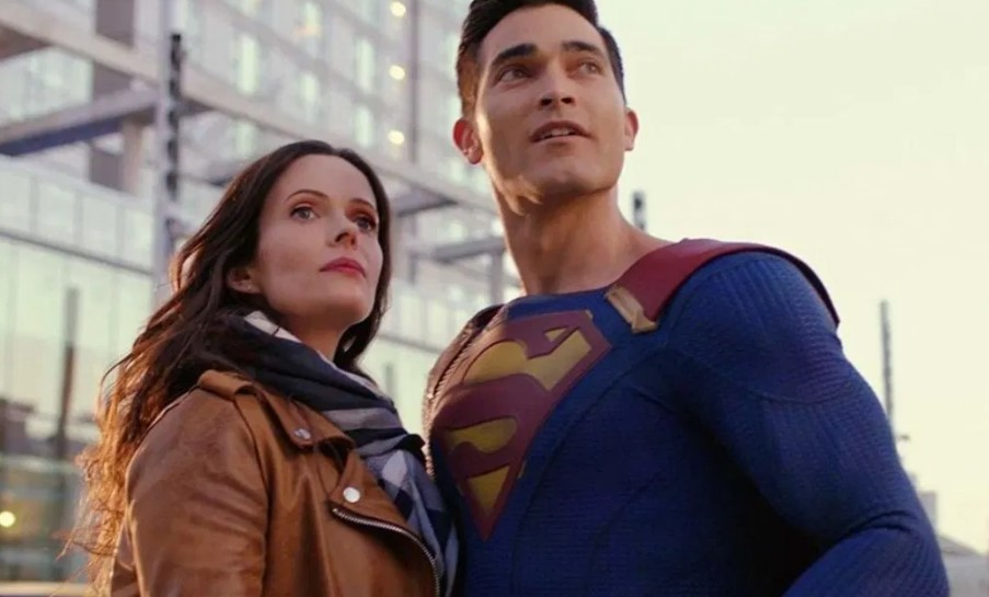 Tyler Hoechlin Superman Elizabeth Tulloch Lois Lane