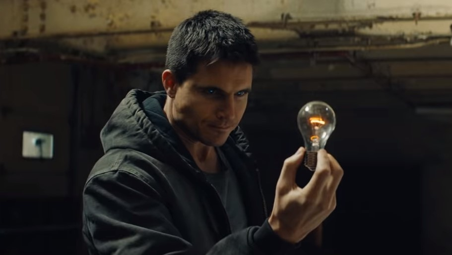 Code 8 Robbie Amell
