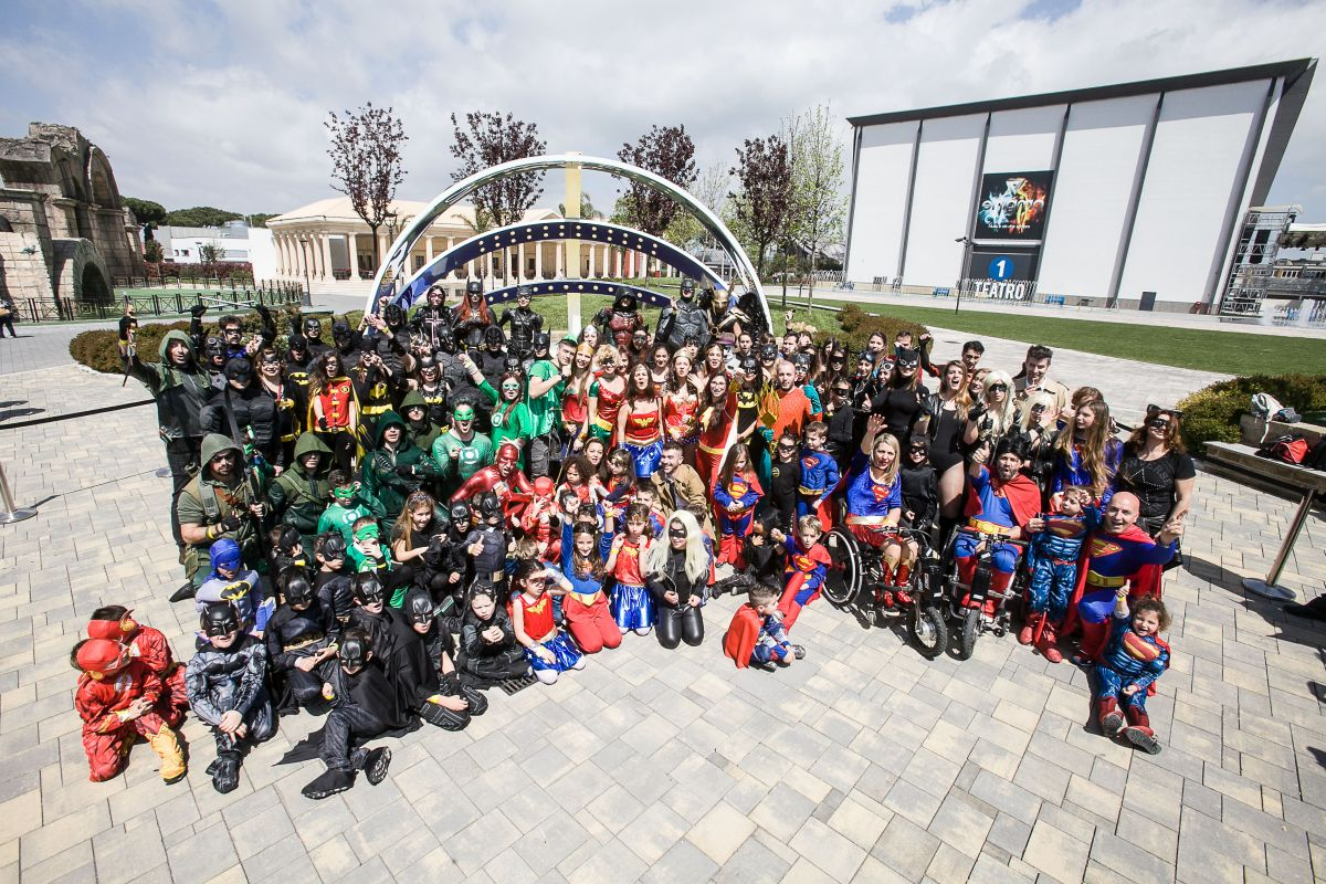 Dc Comics Fans : Dc comics fans break guinness world record cosmic book news