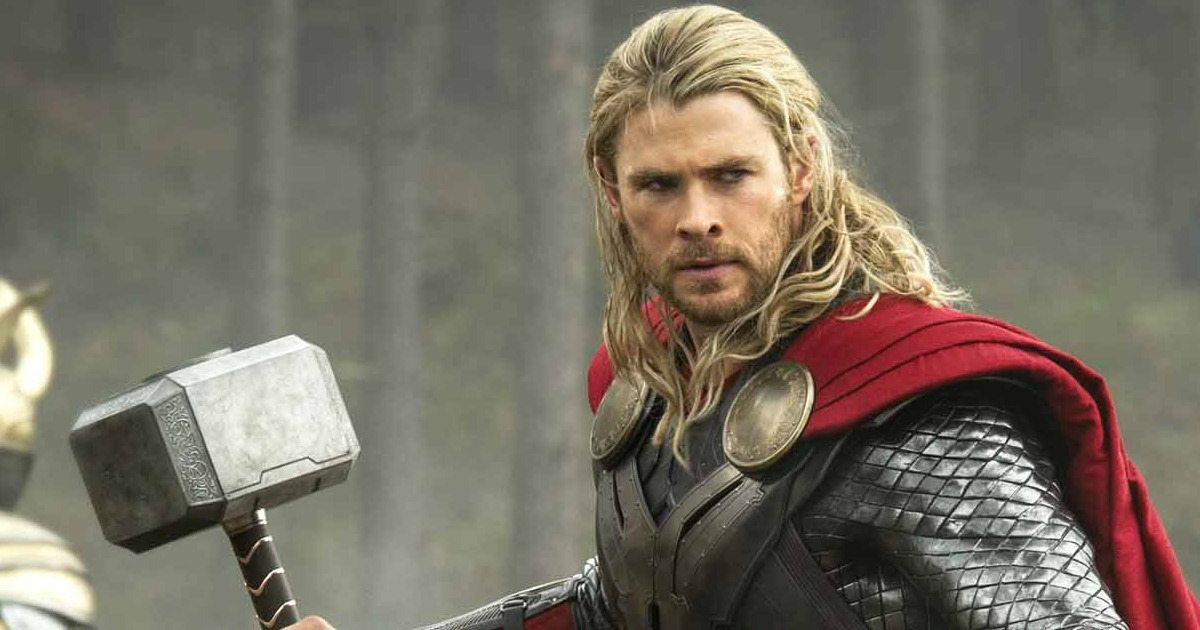First Look At Chris Hemsworth In Costume For Thor: Ragnarok