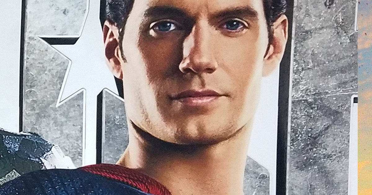 New Look At Justice League Movie Costumes & Poster
