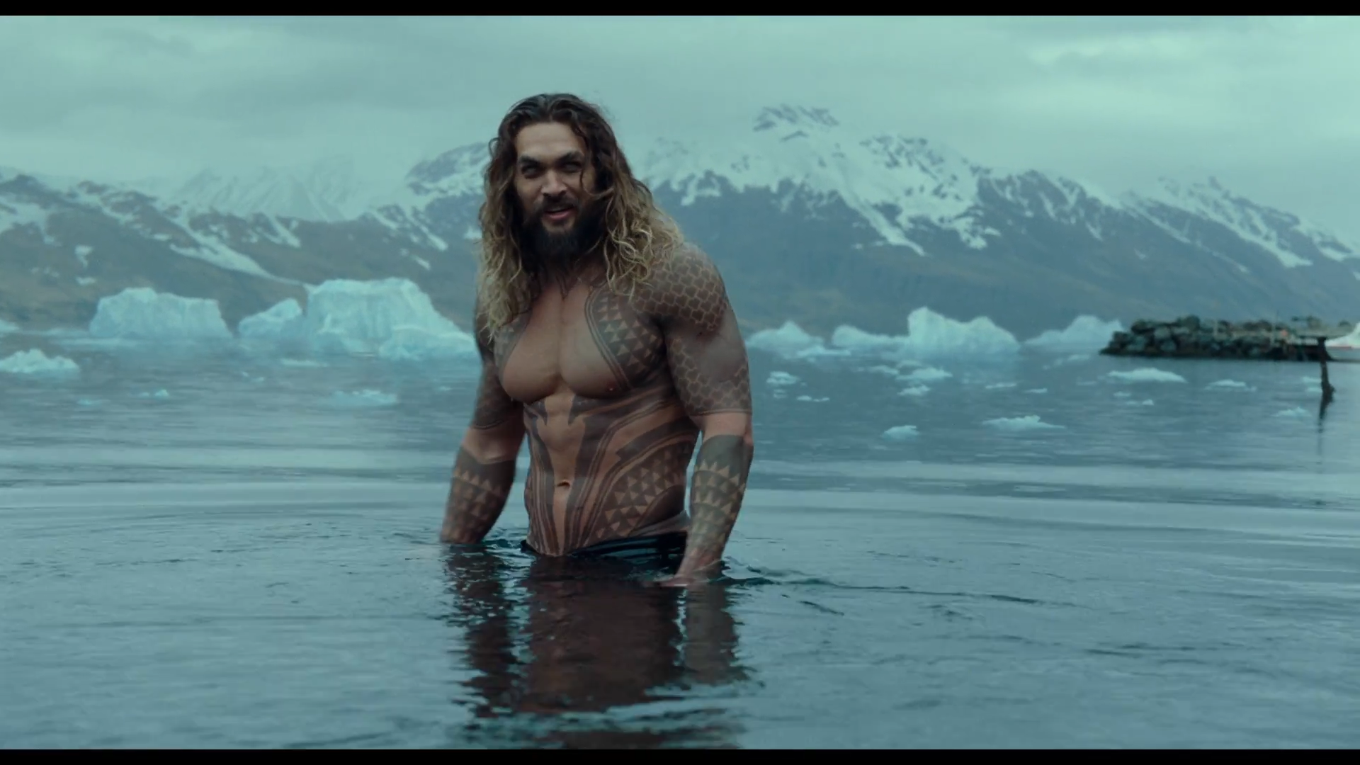 Featurette on Jason Momoa's Aquaman in Justice League