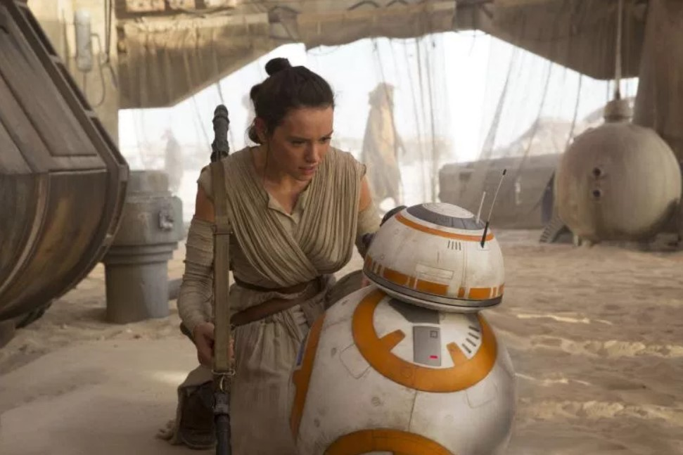 Star Wars: Simon Pegg Reignites Debate Over Rey Parentage