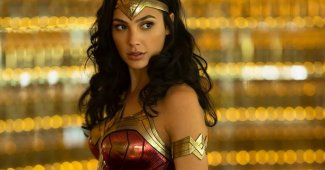 Gal Gadot Shows Off Wonder Woman 1984 Costume