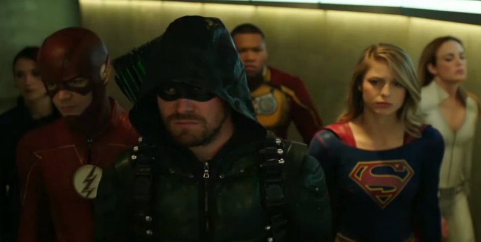 Stephen Amell Shows First Look At The Ray For Crisis on Earth X
